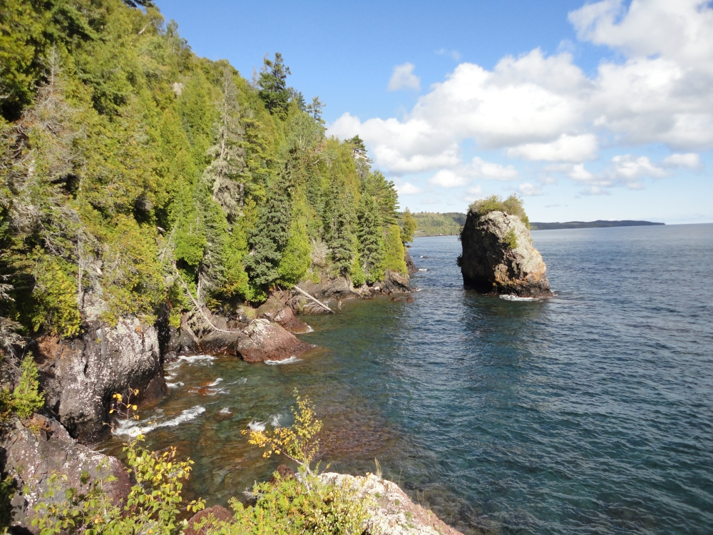A photo of the Volcanic Lakeshore Cliff natural community type